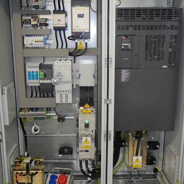Szach-Technik-szafa-si-owa-refulera-falownik-mitsubishi-200kw